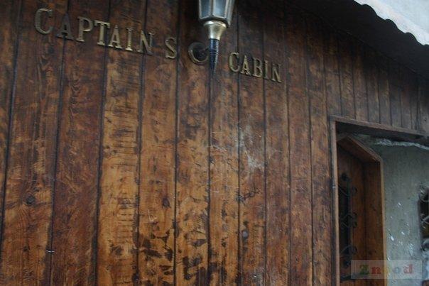 Captain 39 s cabin hamra beirut pub for Captain s cabin